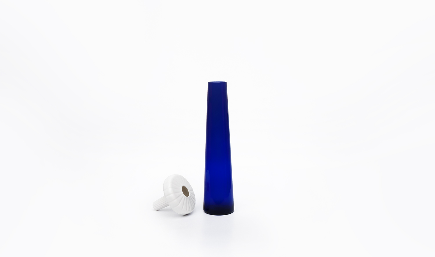 Josephine. soliflore. single. flower. vase. JUAM. DESIGN. STUDIO.